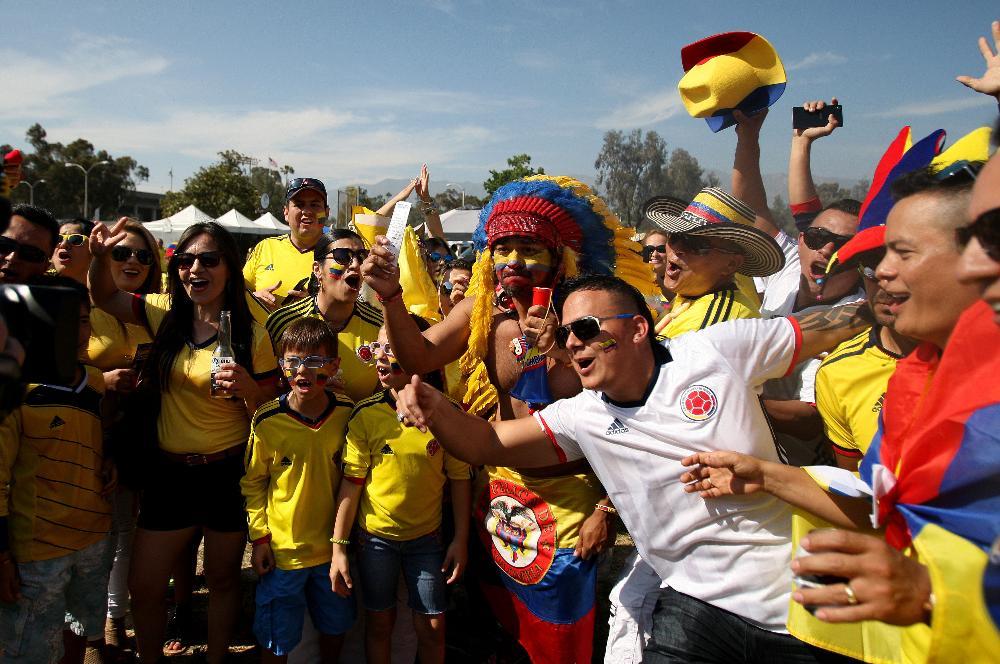 Hinchas peruanos muestran su pesar tras derrota ante