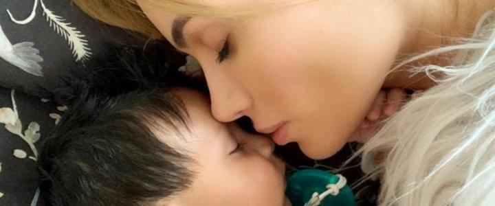 Sara Uribe muestra estas imágenes inéditas de su parto que enternecen en las redes