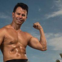 Muy orgulloso de su cuerpo, Jhonny Rivera reveló algunos secretos para mantenerse en forma