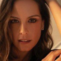 """""""Qué linda te ves trapeando"""": Laura Acuña se puso en modo 'Esperancita'"""