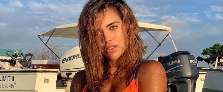 ¿Por qué tan apretado? Sara Corrales encendió las redes exhibiendo su cuerpazo en la playa