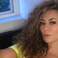 La candente foto de Alejandra Guzmán con pelo lacio y en lencería