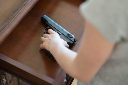 Niño de 3 años muere al dispararse accidentalmente