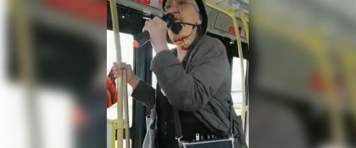 El video de la abuelita rapera de TransMilenio es sensación en redes sociales