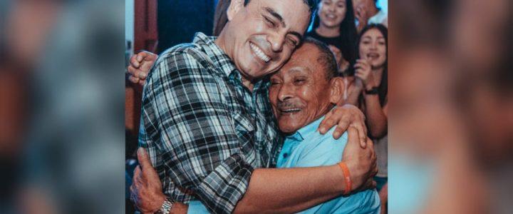 Muere abuelo de Dani Hoyos, humorista que encarna a 'Suso, el paspi'