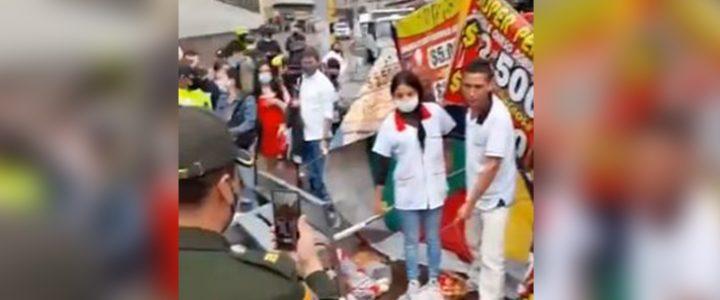 """""""Si no lo hubiera hecho se lo llevan"""": vendedor ambulante da su versión tras polémico video"""
