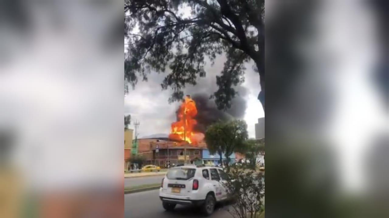Impactante incendio consumió una bodega entera en el sur de Bogotá