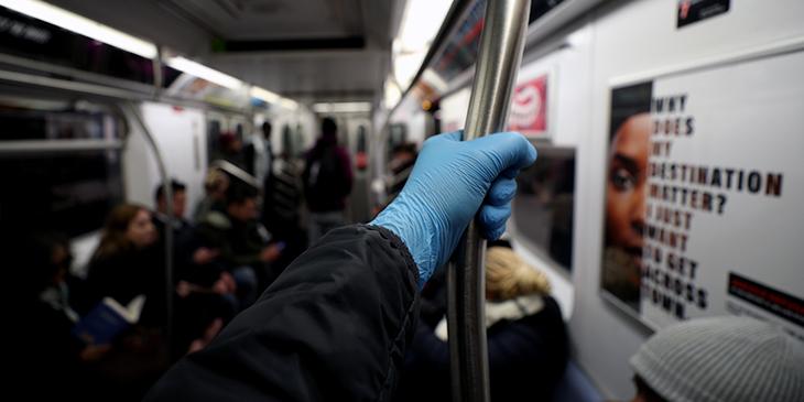 Hombre orinó a joven en el metro de Nueva York Foto de referencia Getty Images