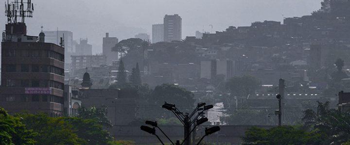 Falleció un hombre tras caer de un techo durante fuerte temblor en Medellín