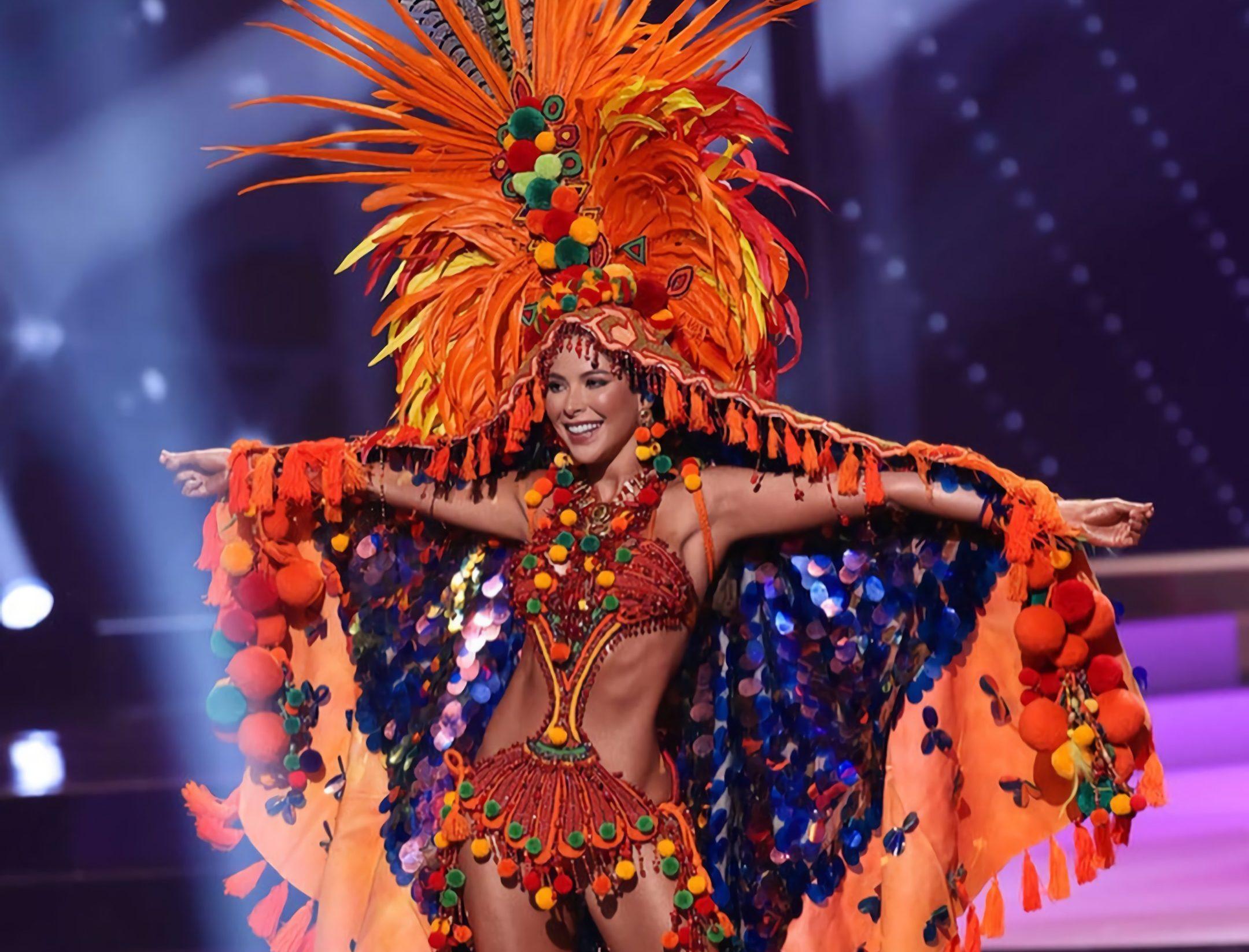 Laura Olascuaga se lució con su traje típico en Miss Universe