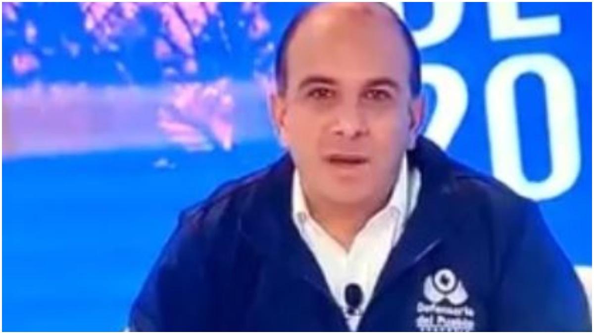 Defensor del pueblo se equivoca en una transmisión _ Foto_ captura video