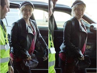 1e3b59944 Shakira luce su creciente barriga en el aeropuerto de Barcelona ...