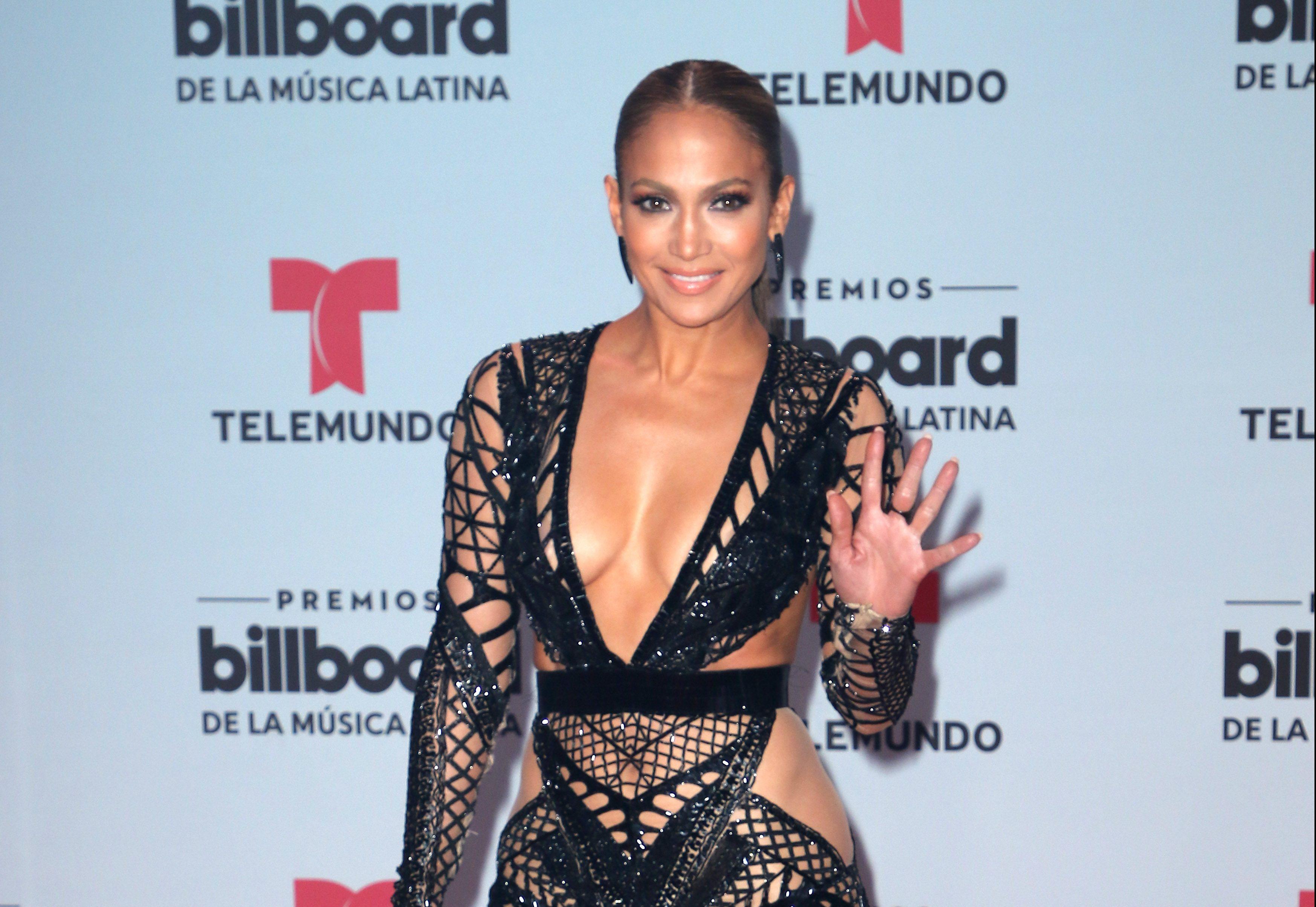 Jennifer López publica video sin brasier y enloquece las redes - Tropicana  Bogotá d5924fdffc8f