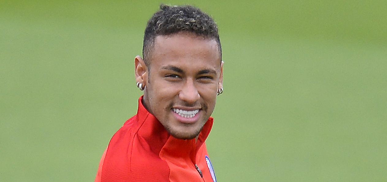 Esta sensual tatuadora suiza asegura haberse acostado con Neymar