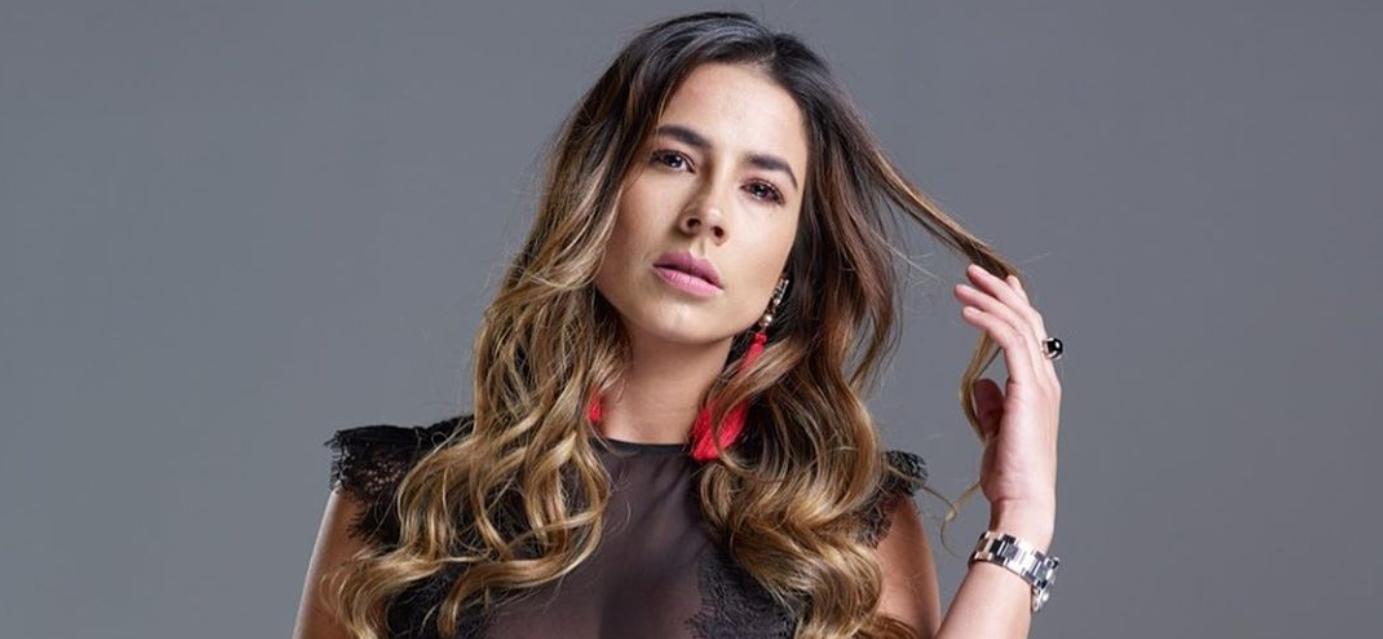 Carla Girado sin brasier prende las redes sociales